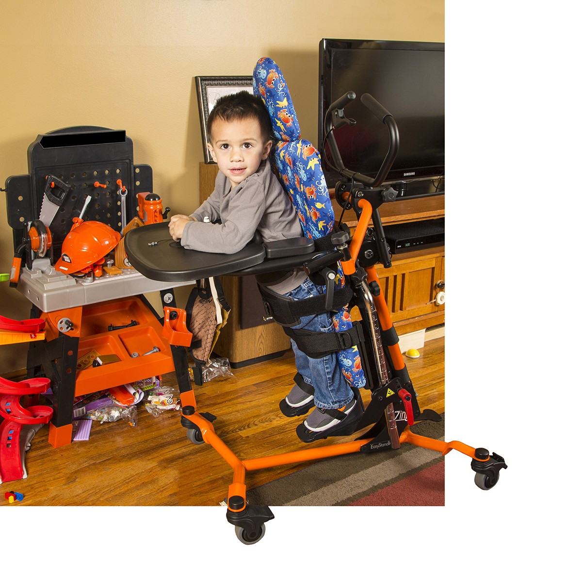 Child standing on a EasyStand Zing MPS TT Size 1
