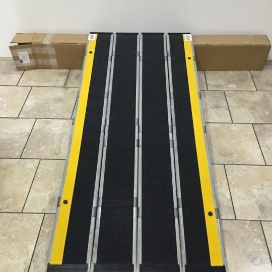 DecPac Fiberglass Portable Ramp (5′ 5″)