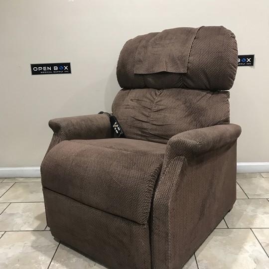 Golden Maxicomfort Large Zero Gravity Lift Chair