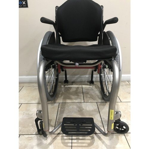Front view of Manufacturer Demo TiLite ZRA Ultralight Titanium Wheelchair
