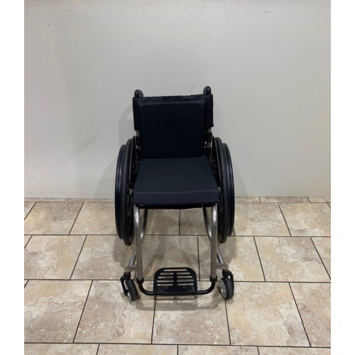 Front view of TiLite TR Rigid Ultralight Wheelchair