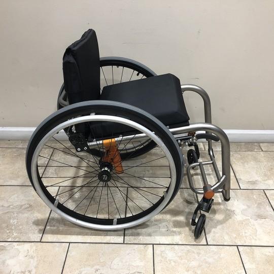 Manufacturer Demo TiLite ZRA Series 2 Titanium Ultralight Wheelchair