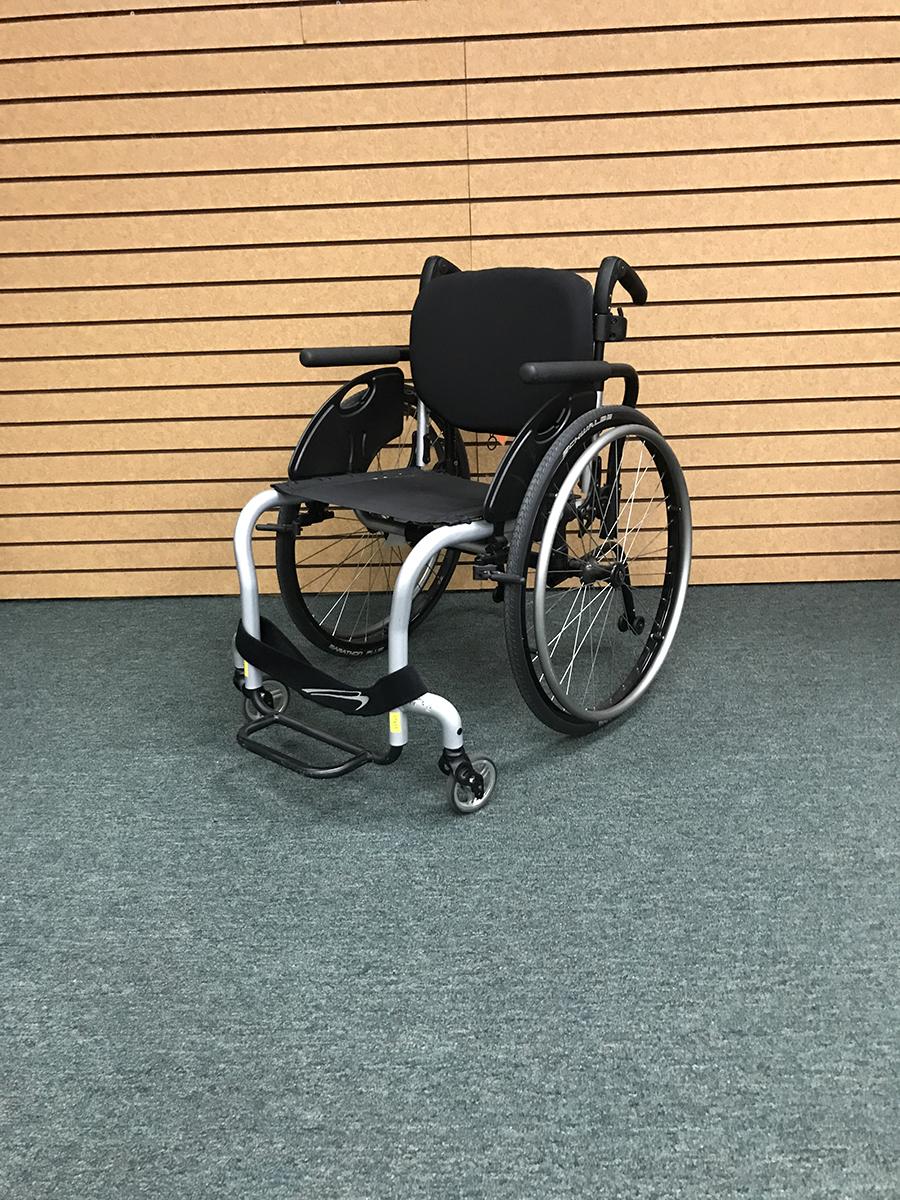 Quickie Q7 Rigid Ultralight Wheelchair